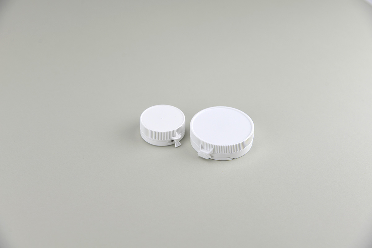 Fermetures pour pots blancs en plastique